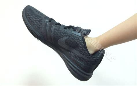Jual Nike Uptempo nike mentality noir nike roshe run print bleu