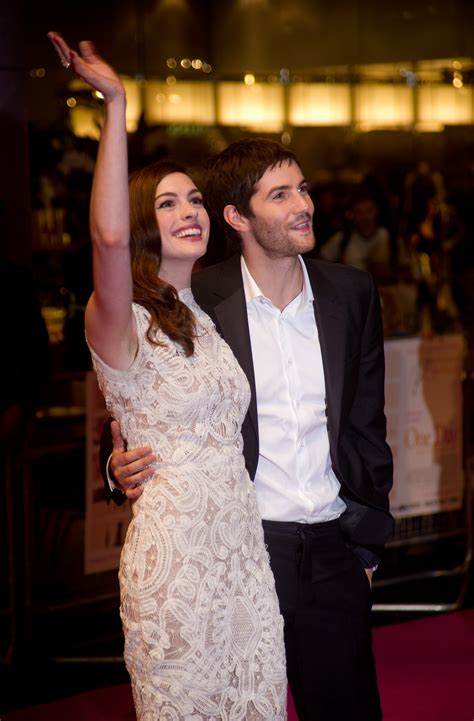 hathaway one day premiere with jim sturgess pictures of hathaway and jim sturgess at one day