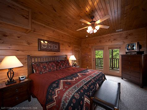 9 bedroom cabin gatlinburg gatlinburg cabin the big kahuna 9 bedroom sleeps 32