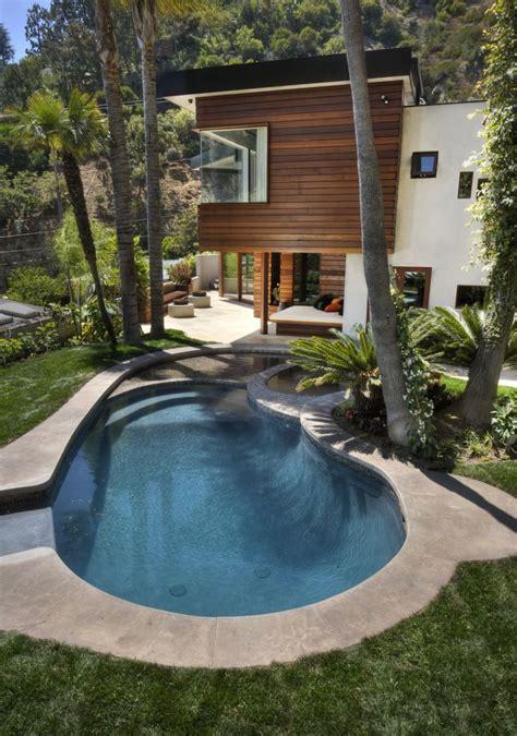 houses  cozy quiet  relaxing backyard pools