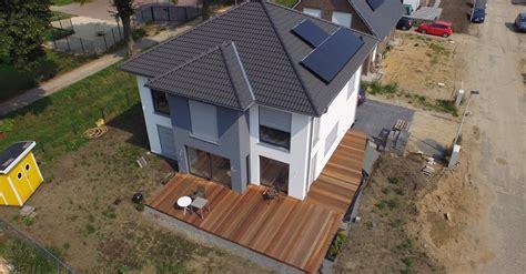 terrasse l form gefälle bangkirai terrasse pia und julian bauen mit suckf 252 ll ein