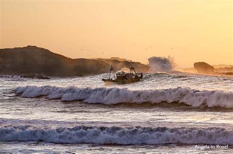 fotografien kaufen coming home fischerboot in der brandung fotografien kaufen