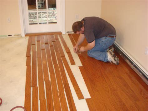 how much does it cost to install vinyl flooring home