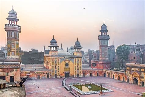 wazir khan mosque wikipedia