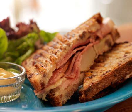 Meg Cheddar Slice 8 S 136g tom colicchio s cheddar ham sandwich recipe