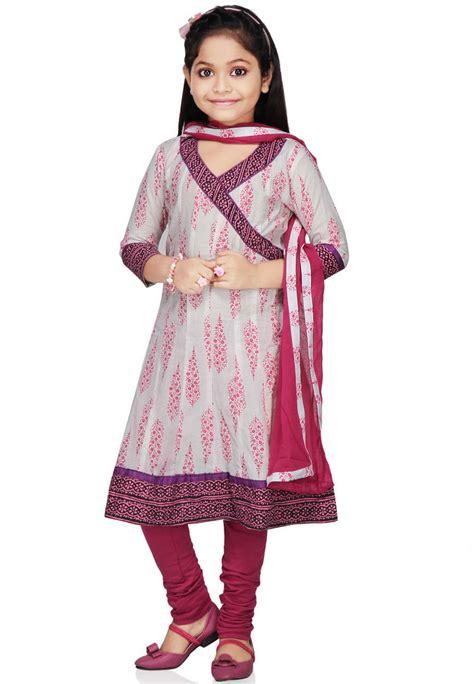 design clothes girl white cotton readymade anarkali churidar kameez uvt4