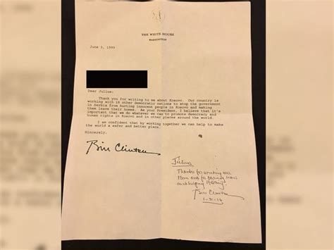 Clinton Resignation Letter by Bill Clinton Re Signs A Letter He Wrote When President Abc News