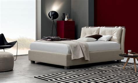 cuscini testata letto letto imbottito con testiera a cuscini spencer