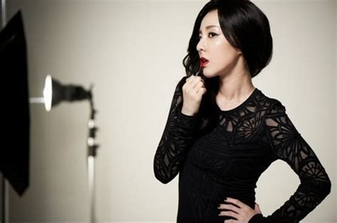 Awisa Top In Black Dara sandara park gets normal hair for clio is stupidly pretty