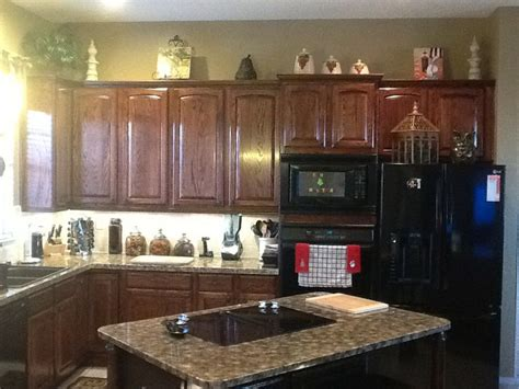 red mahogany kitchen cabinets oak cabinets finished with minwax red mahogany stain