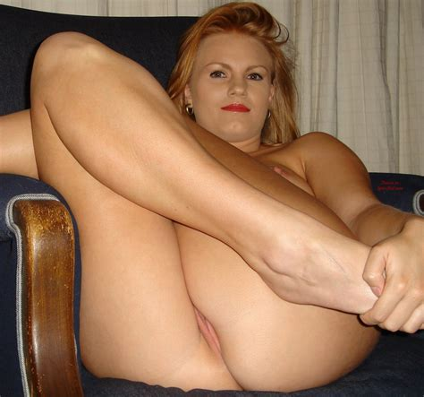 Milf S Pussy Peeks While Sitting With Legs Pulled Up The Free Voyeurclouds