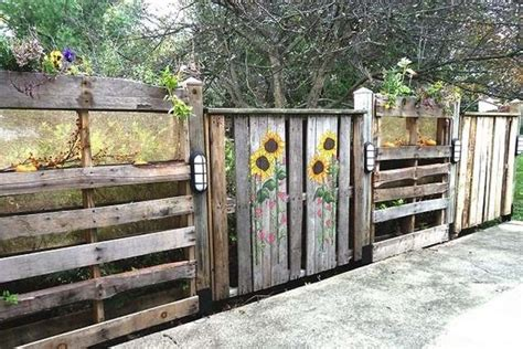 Pallet Garden Fence by 14 Diy Wood Pallet Fence Ideas