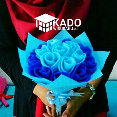 Buket Bunga Flanel Panda Kado Wisuda jual bunga wisuda tulip biru murah kado wisudaku