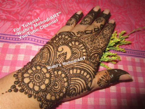 simple and adorable mehndi design for hands and feet