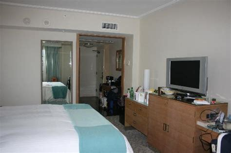 normal hotel room size enough not amazing with several disappointing aspects loews miami hotel