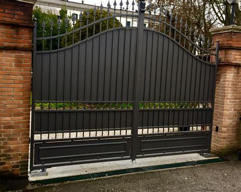 culle ferro battuto cancello classico con lance e lamiere di riempimento