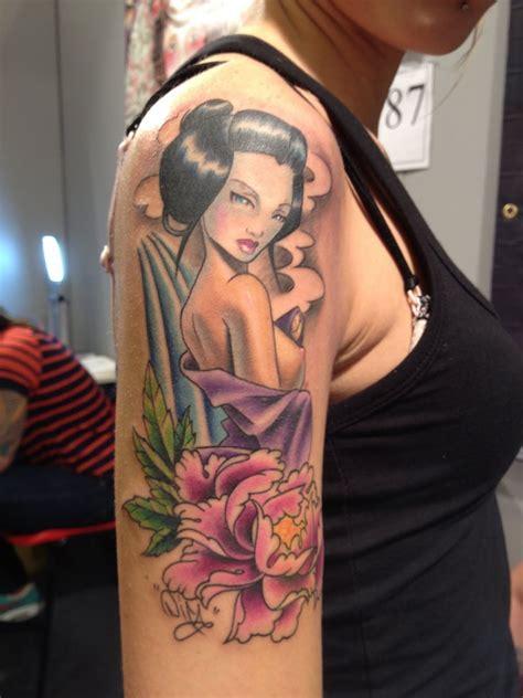 tattoo geisha hombro geisha pin up tattoo matt difa tattoos pinterest