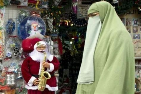 negara arab membuat pohon natal natal di negara islam dari pelarangan hingga bagi kado
