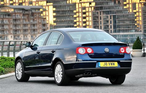 Volkswagen Passats by Volkswagen Passat Saloon Review 2005 2010 Parkers