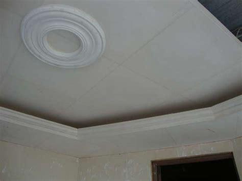 cornisas de espuma flex techos falsos de yeso amazing falsos techos de madera