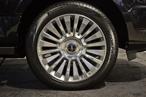lincoln navigator rims 2015 lincoln navigator look photo gallery motor trend