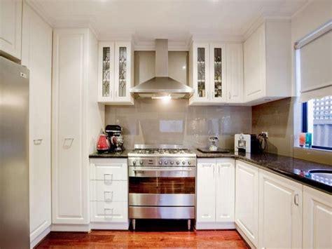 Kitchen U Shape Designs by Classic U Shaped Kitchen Design Using Hardwood Kitchen