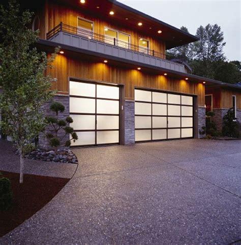 Clopaydoor Residential Garage Doors Exles Residential Modern Style South Dakota Overhead Clopay Avante Collection Garage Doors Bronze Aluminum Frame With Frosted Glass Panels Www
