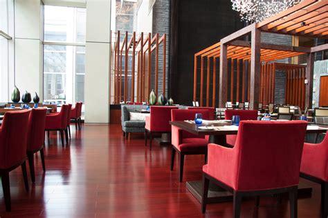 restaurante minimalista en tonos rojos fotos   te