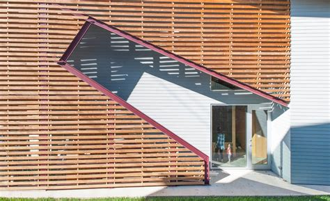 main entrance on side of house shotgun chameleon 2016 01 01 architectural record