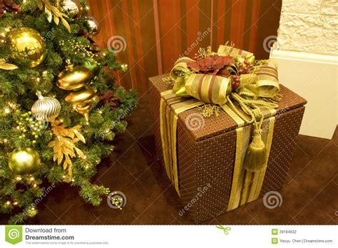 Gift Box Tree - tree gift box stock photography image 28184632