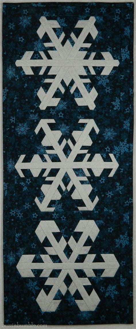snowflake quilt pattern table runner buzzinbumble snowflake snowalong table runner from