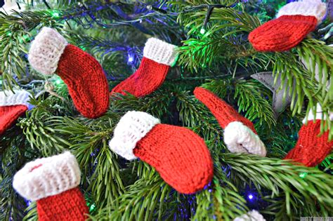 mini christmas stockings free knitting pattern