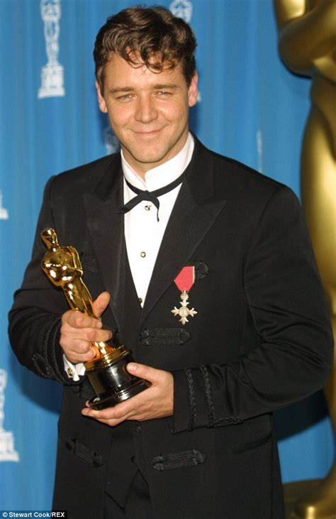 film gladiator oscars russell crowe s australian citizenship applications have