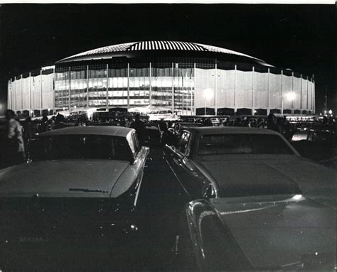 how many seats in the astrodome williams metro muhammad ali the astrodome