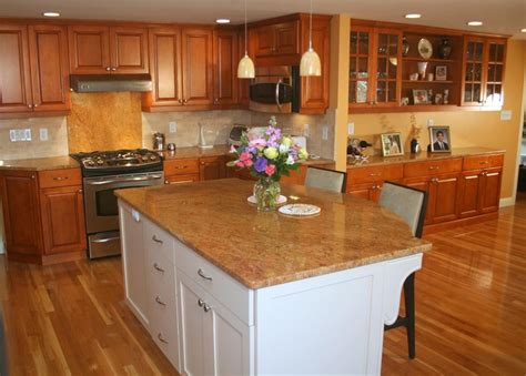 Island Maple Traditional Maple Kitchen With White Island Amazing Home