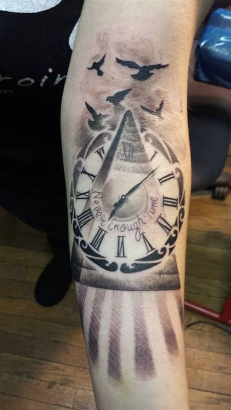 20 amazing pyramid clock tattoos