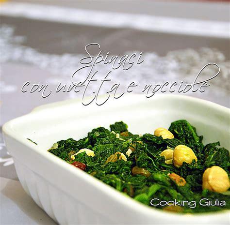come cucinare spinaci surgelati spinaci con uvetta e nocciole contorno veloce ricetta light