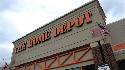 throws knife at home depot employee arrested at gun