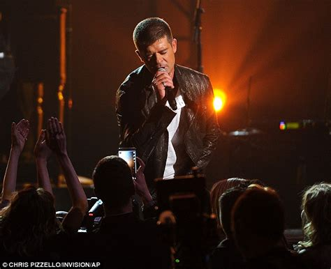 robin thicke gets a buzz cuttake a look e online billboard awards robin thicke dedicates new love song to