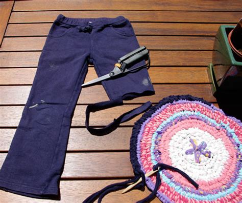 how to make a rug from clothes rug a lug matching pegs