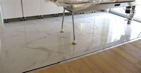 pavimento a resina pavimento in resina autolivellante con venature e
