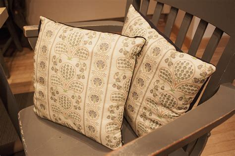 How To Make Your Own Throw Pillows by How To Make Your Own Throw Pillows Lonny