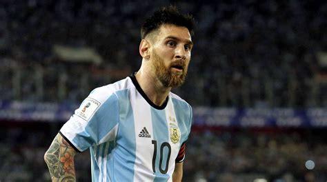 messi argentina argentina y messi rozan la debacle empatando ante per 250 0