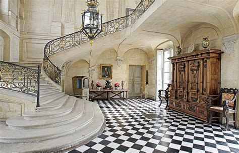dazzling james bond houses  define elegance