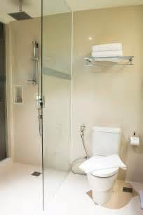 duschwand badewanne ohne bohren duschwand ohne bohren so geht s