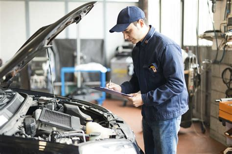 common workplace injuries suffered  auto mechanics