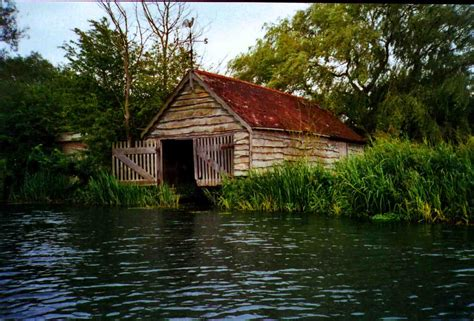 old boat house northmoor lock where thames smooth waters glide