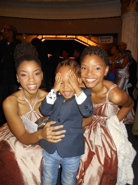 chloe and halle bailey acting adorable photo pint sized actor elias washington and