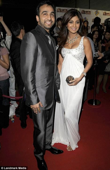 shilpa shetty bedroom bolly wed shilpa shetty to marry tycoon and insists it s