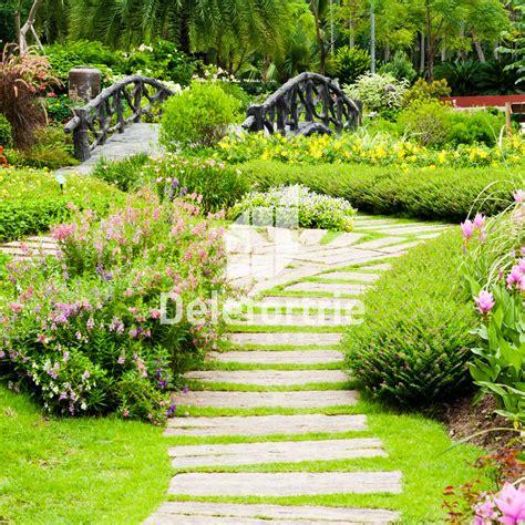 Incroyable Amenagement Jardin De Ville #3: Am%C3%A9nager-une-all%C3%A9e-en-jardin-pas-japonais-design-et-moderne1.jpg